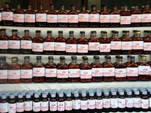 Médecine traditionnelle chinoise : étagères de pharmacopée